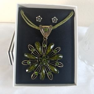 Mixit flower olive green necklace and earrings